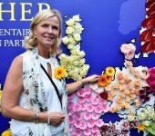 Annie tijdens tuinfeest MEP-Vereniging